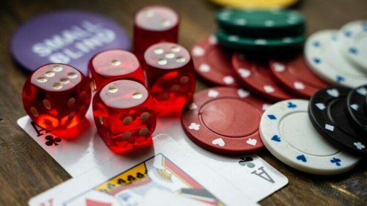 Card Holing in Blackjack.1 e1621430801796