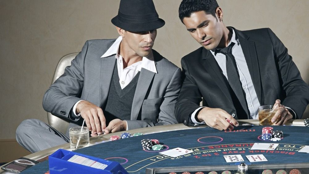 Why blackjack is better than other games, blackjack is the social game