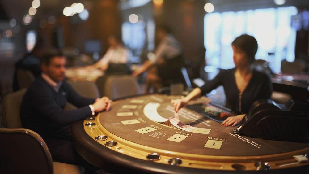 Blackjack etiuiquette, poker and blackjack dealers
