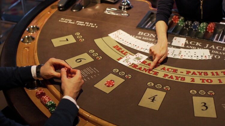 Blackjack Dealer Strategy – What Dealers You Shold Stick To?