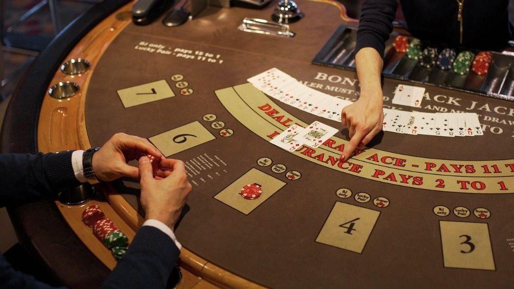 blackjack dealer strategy